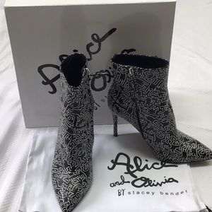 ALICE AND OLIVIA BOOTIE
